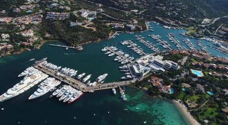 阿兹慕携全新游艇和独创技术惊艳亮相意大利撒丁岛